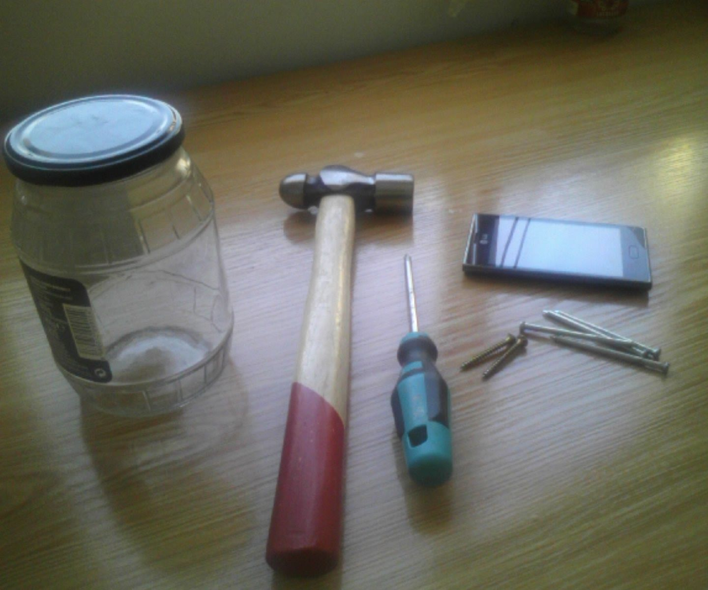 Easy support for your phone with a jar and some screws