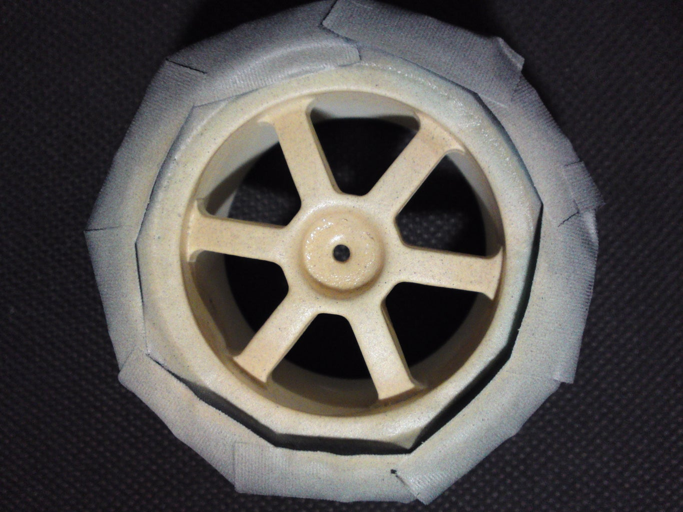 Wheel Hubs to Be Licked With Glow-in-the-Dark Paint !