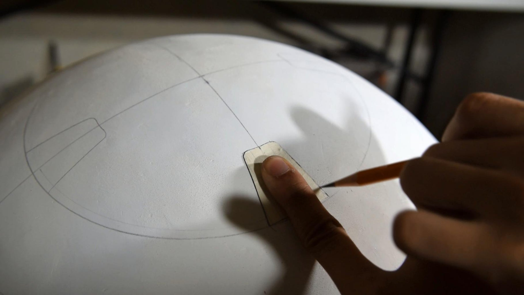 Draw Details and Outlines on BB8's Body