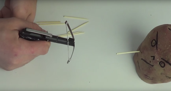 Mini Crossbow for an Office Is Ready! If You Have Nothing to Get With, Make a Mini Crossbow Too!