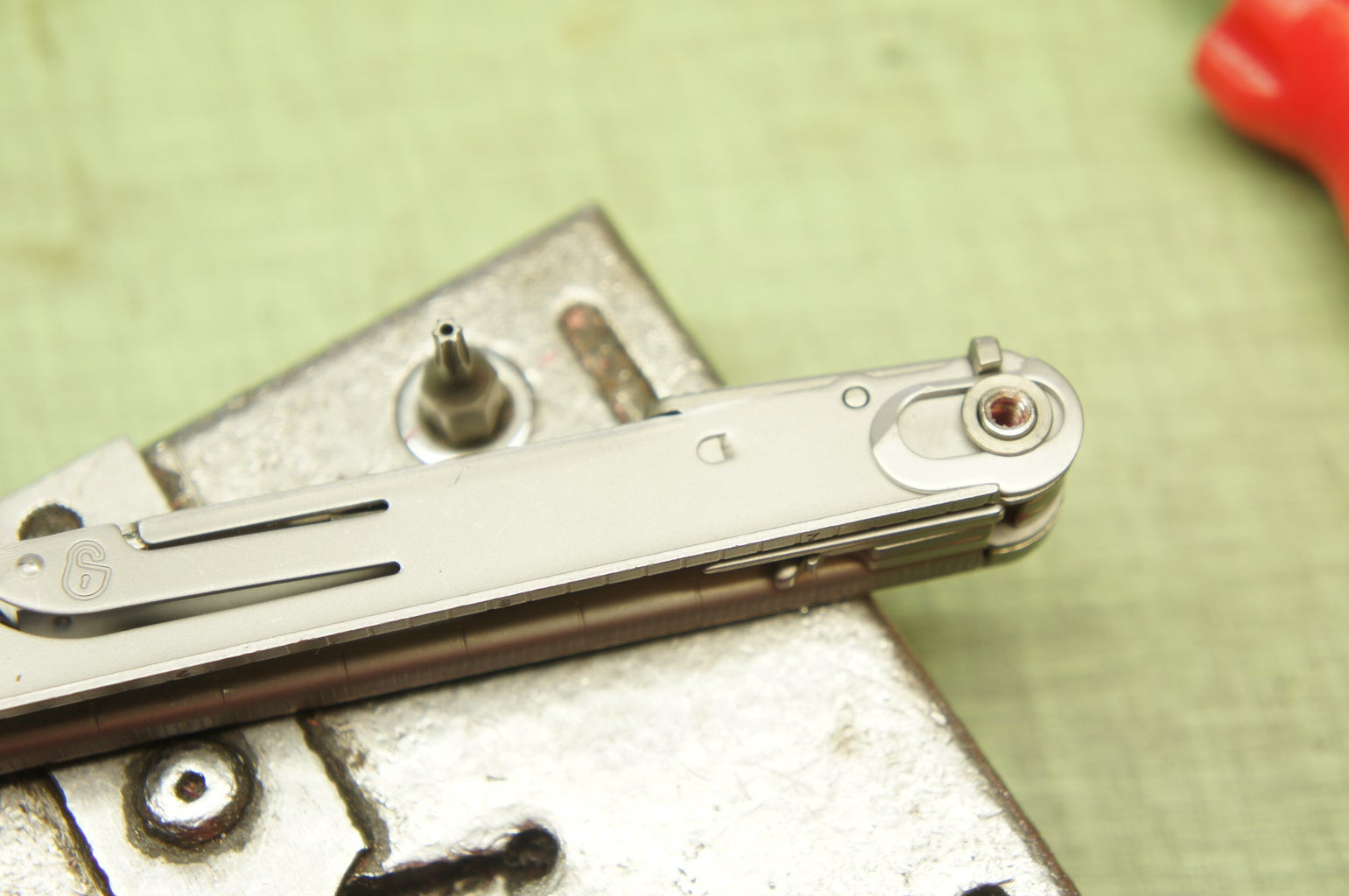 Remove the Interior Screw and Functions (side B)