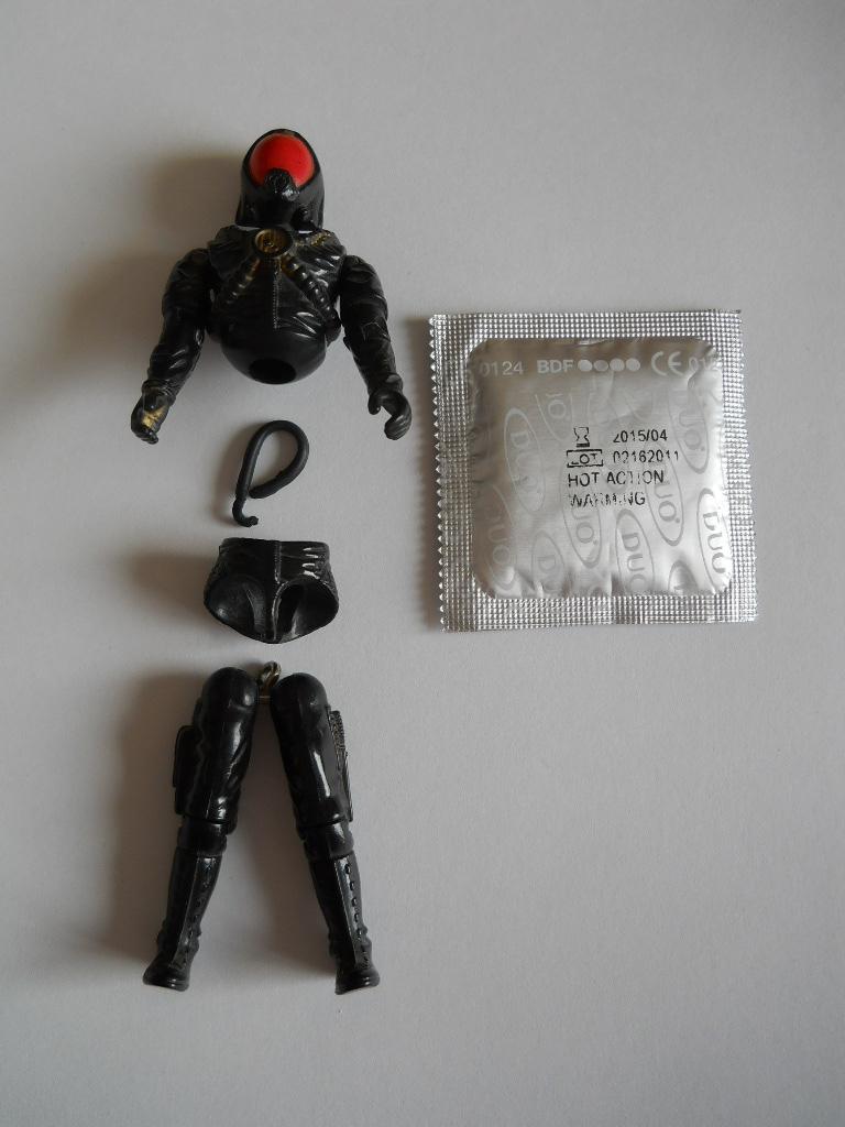 Fix a classic G.I.JOE figure (using a condom)