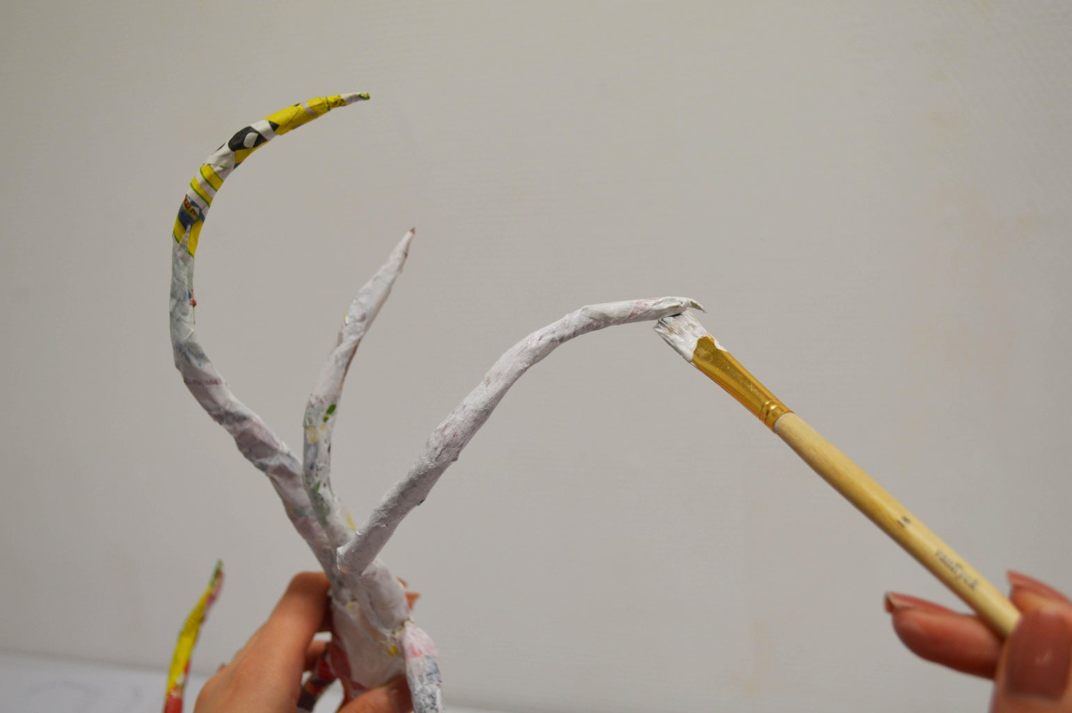 Apply Gesso on the Spider Legs