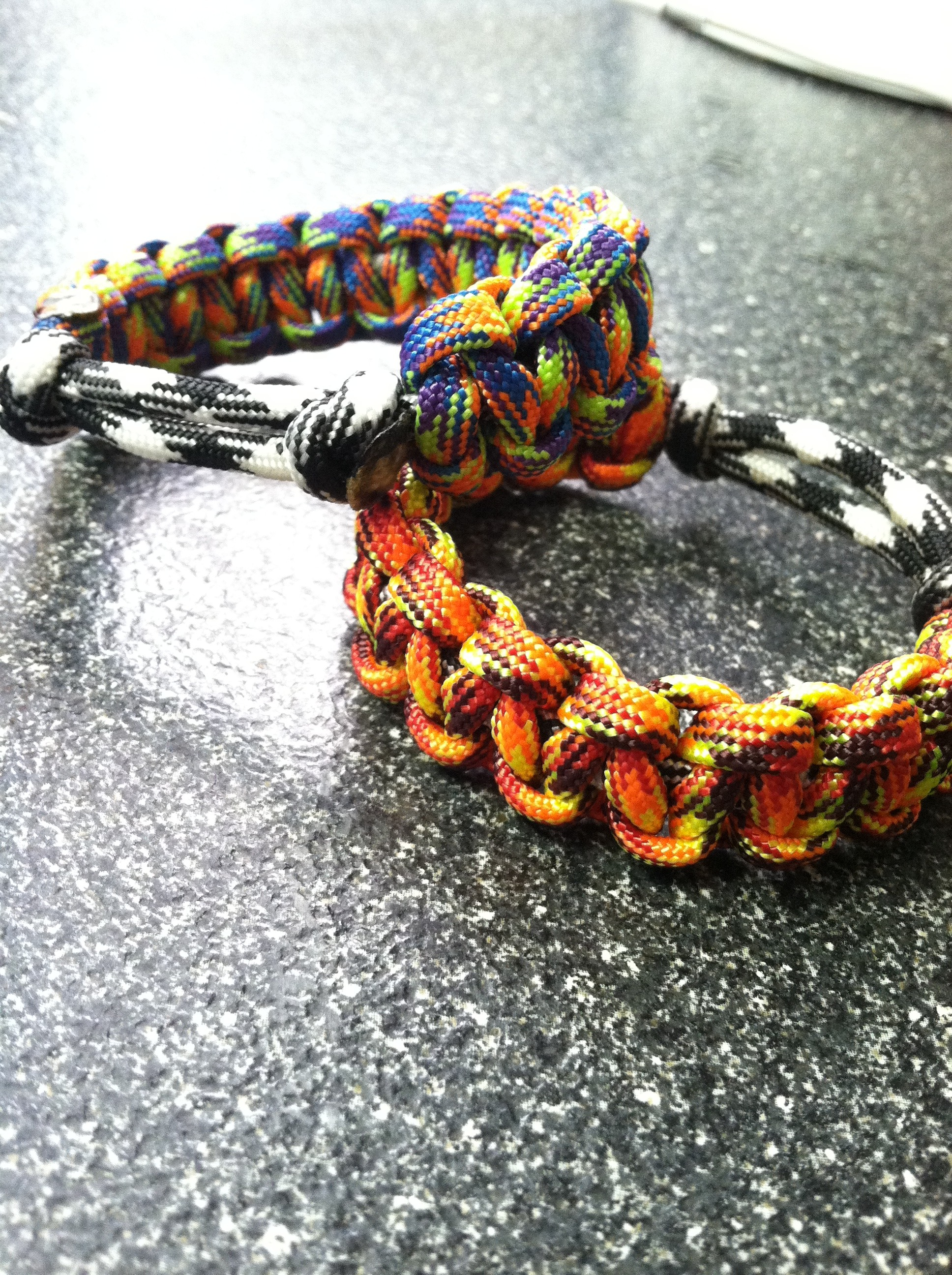 Paracord Bracelet Without Buckle (Tutorial)