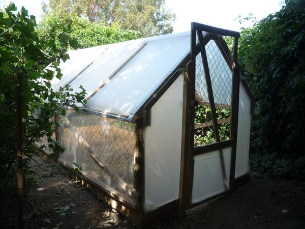 The 5 Dollar Greenhouse. How to Make a  Smart, Low-Cost, Recycled Untreated Pallet-Wood Greenhouse. Une Serre a 5 Euros.  El Invernadero De 5 Euros