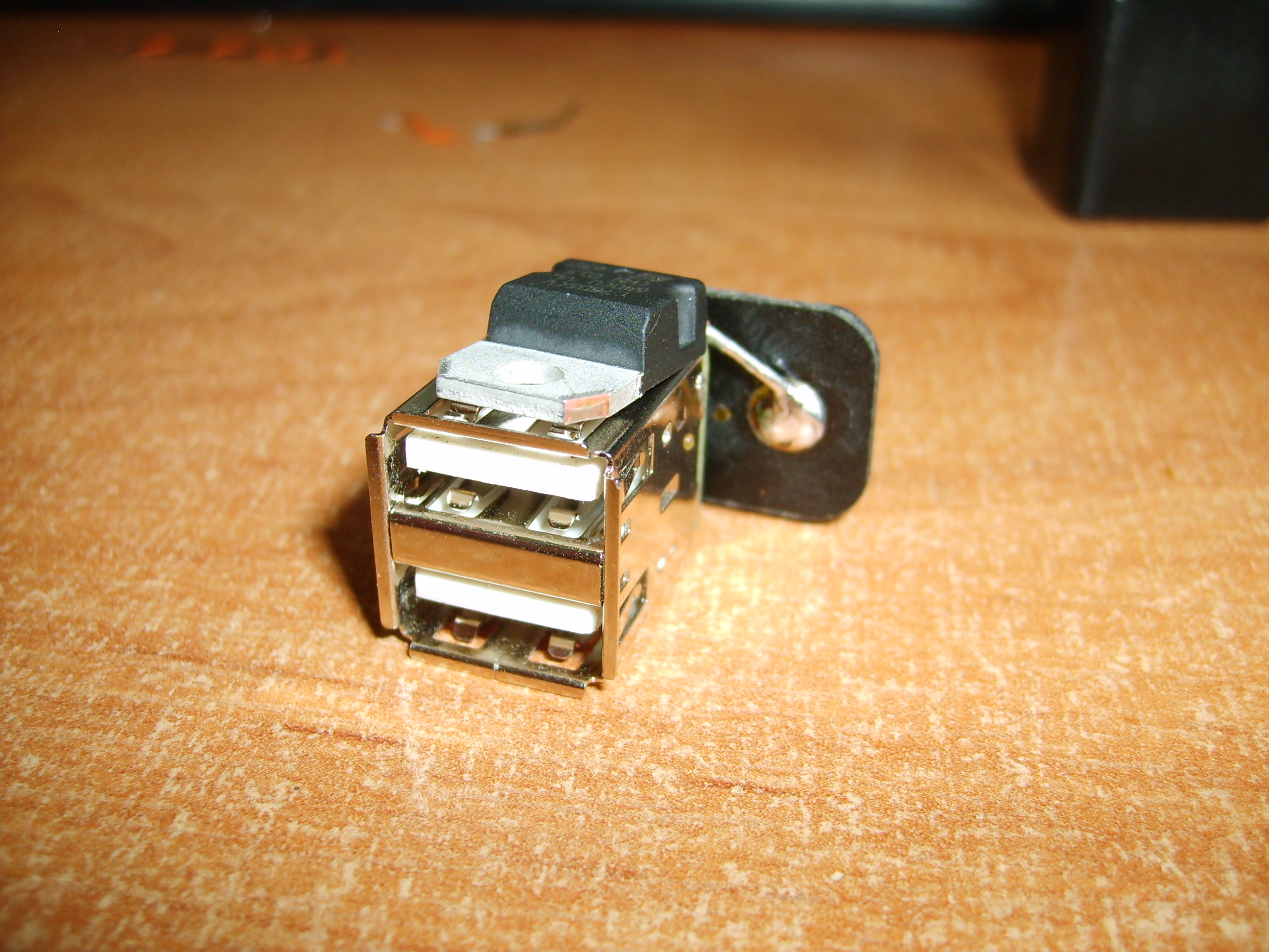 3 parts, 2$ twin port USB Charger!