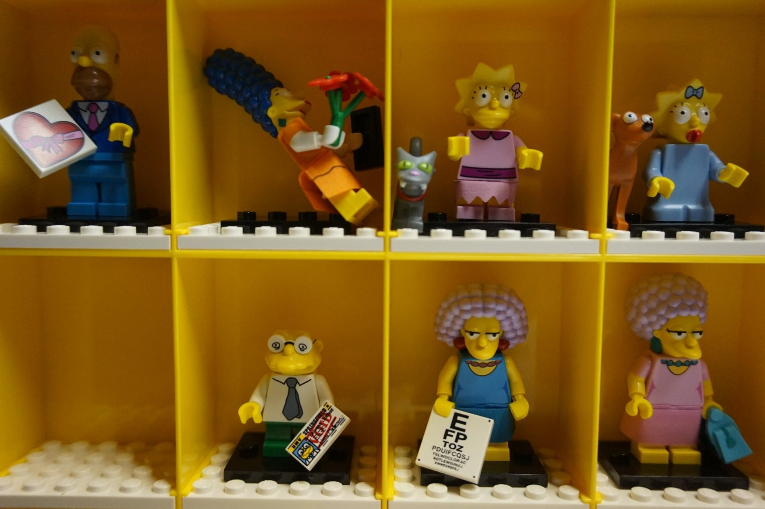 Lego Minifig Display Case Mod for Simpsons Minifigs