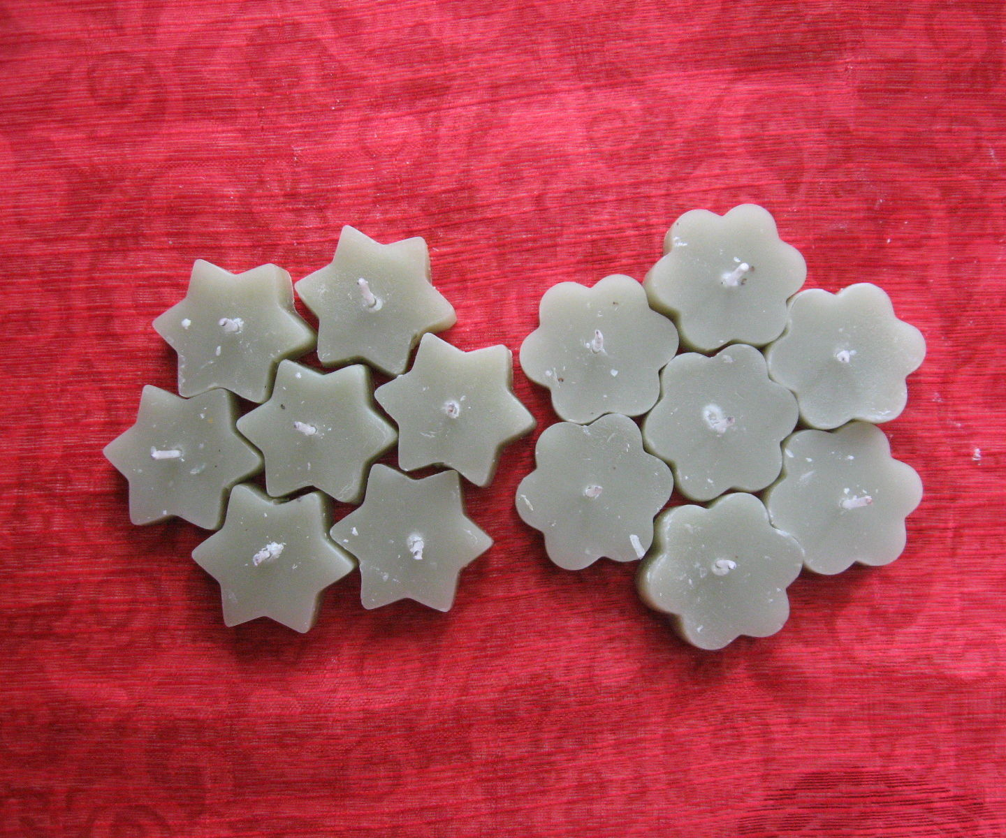 Make Tealight Candles With Left-over Wax and Cookie Cutters