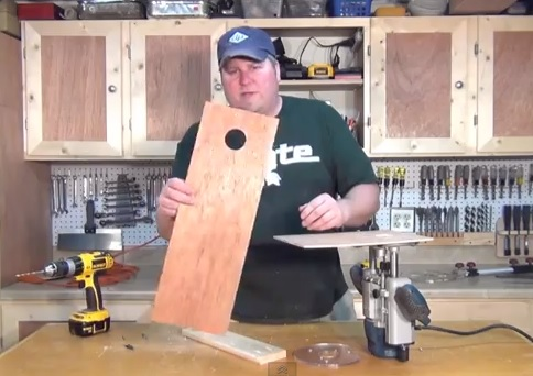 Woodworking router circle jig---make your own.