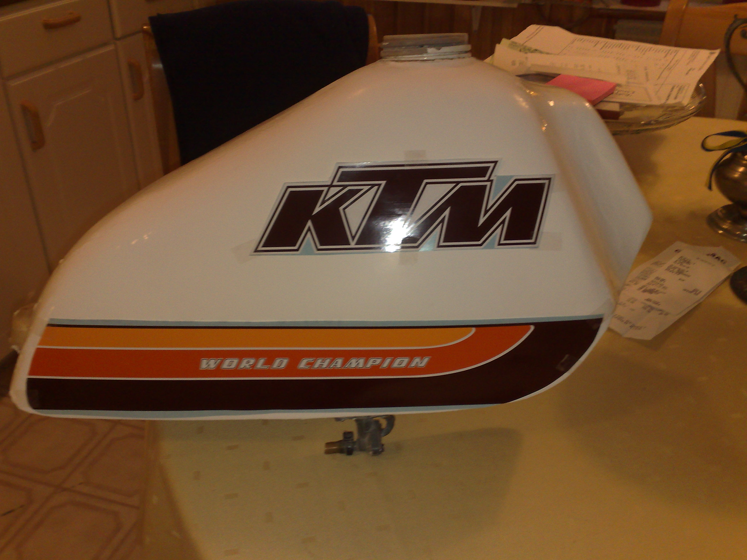 Paint your motorcycle plastic tank and make decals stick