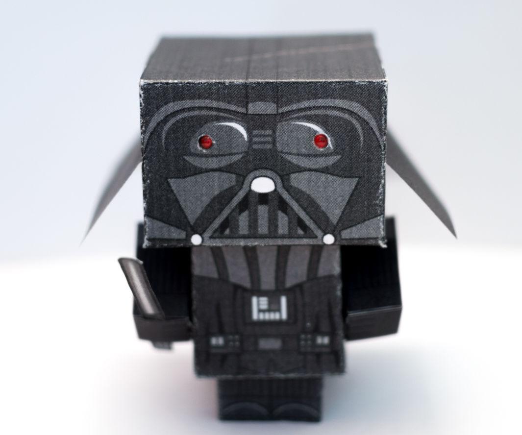 Darth Vader - Papercraft toy