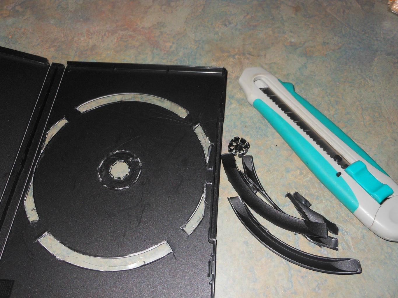 How to Make an Art Kit From a DVD Case