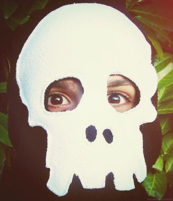 A Lovely Warm Skull Face Snood.