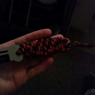 Paracord Wrapping a Knife Handle
