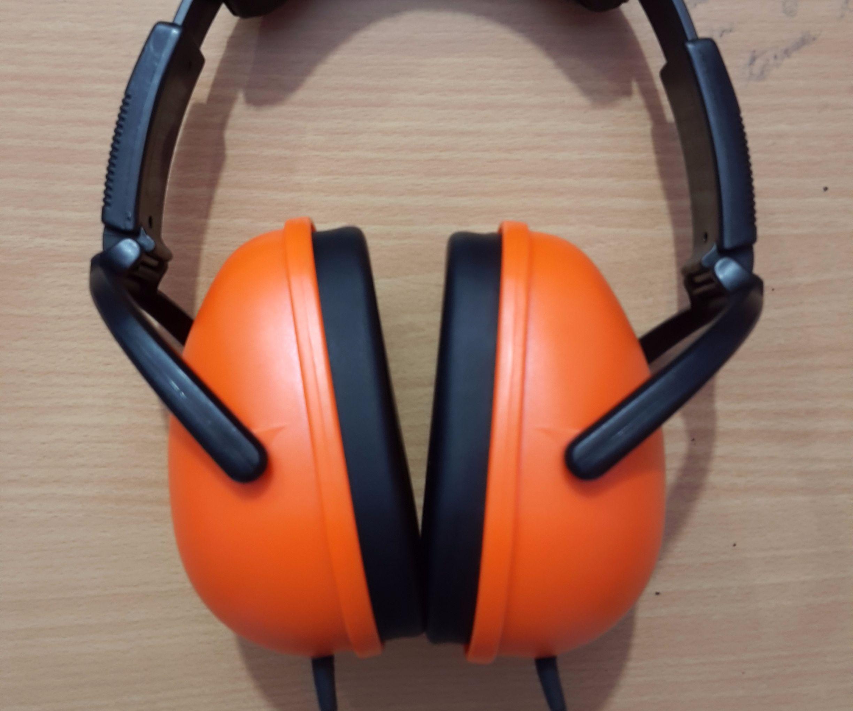 Sennheiser HD201 + Cheap Earmuffs = Perfectly Noise Proof Flat Natural Headphones & CHEAP Too!