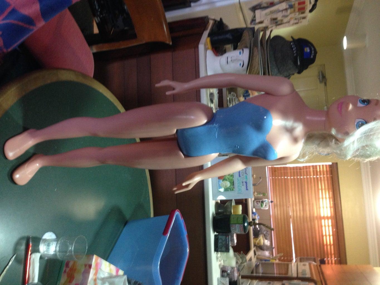 Repair Leg on Elsa Doll