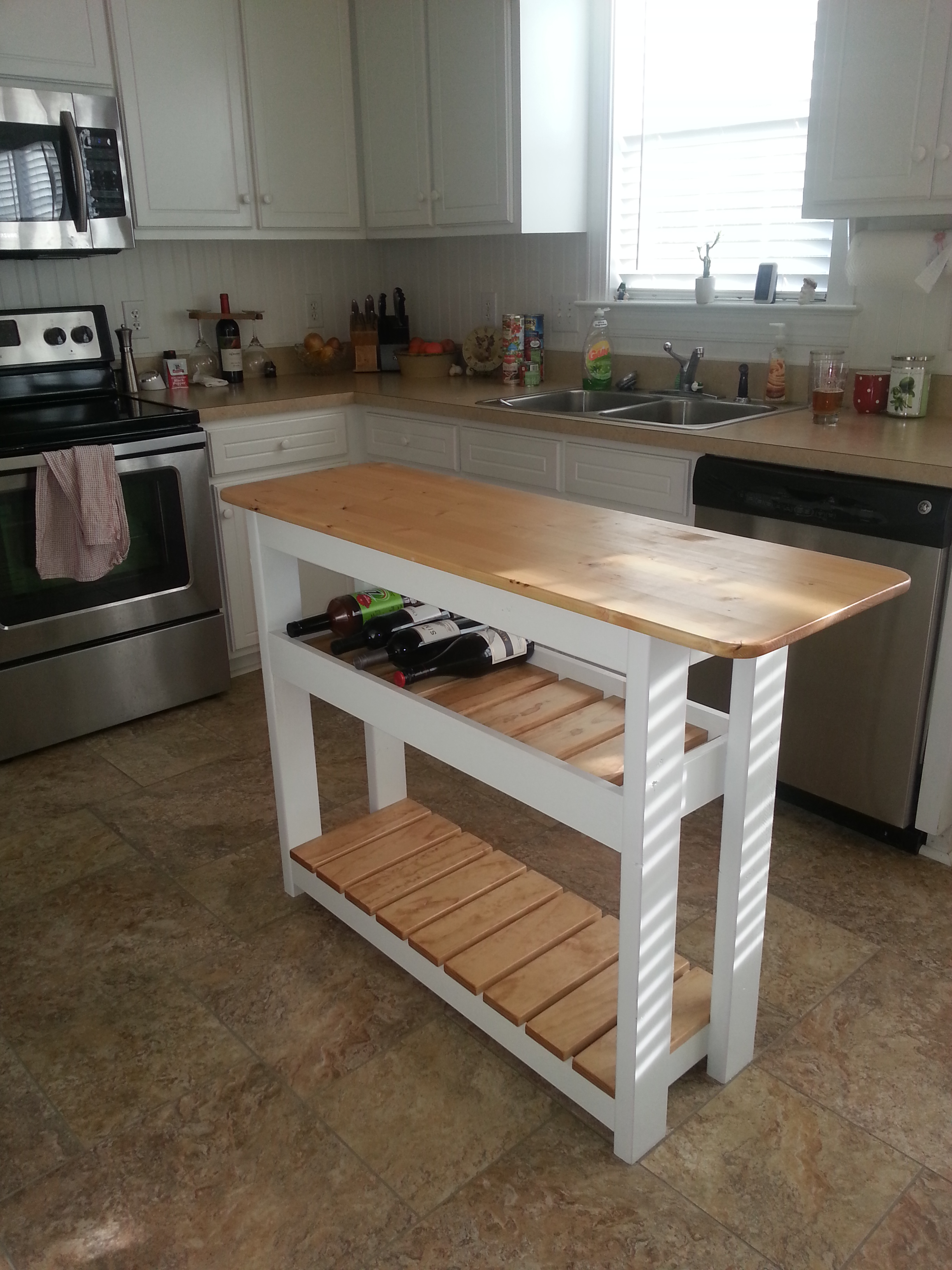KITCHEN ISLAND / WINE RACK