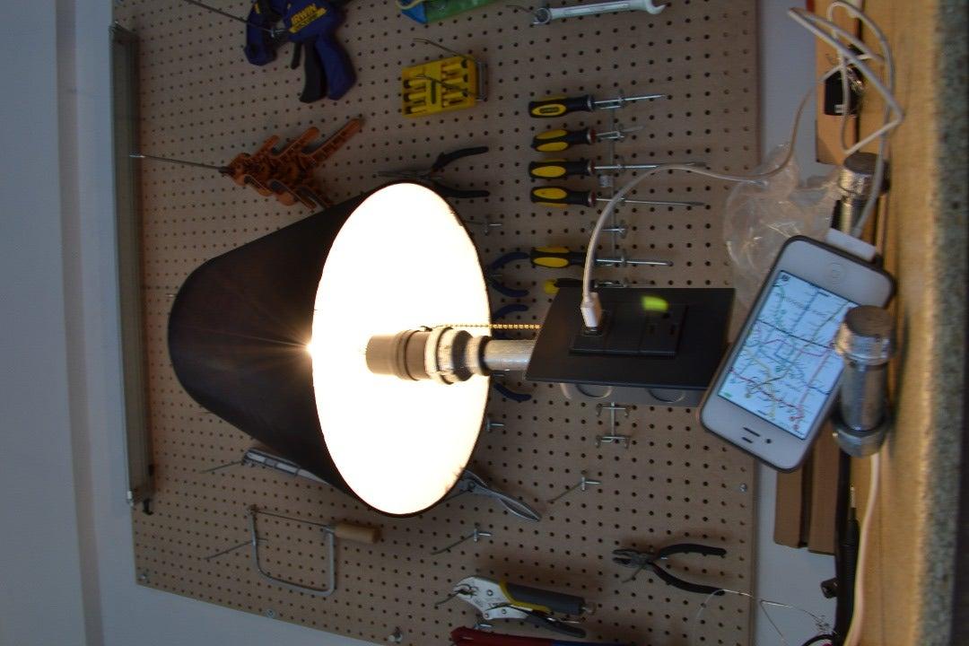 Lámpara De Mesa Con Contacto Y USB