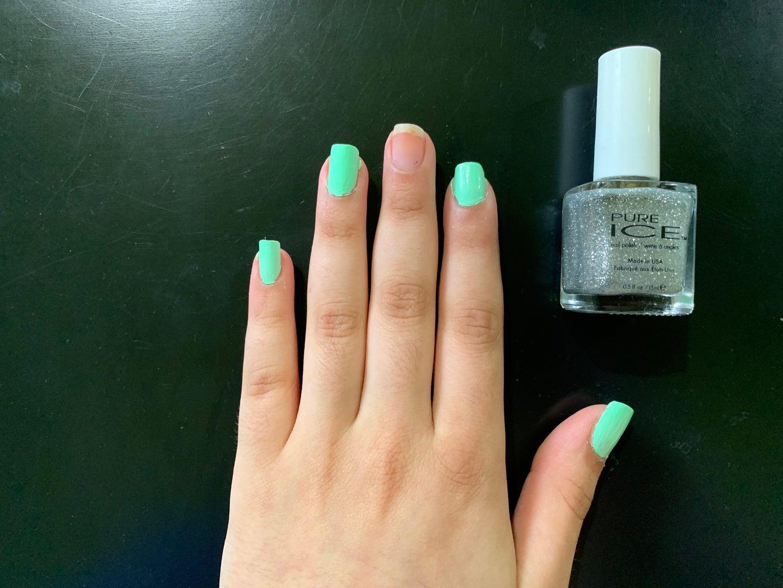 Paint the Glitter Nail