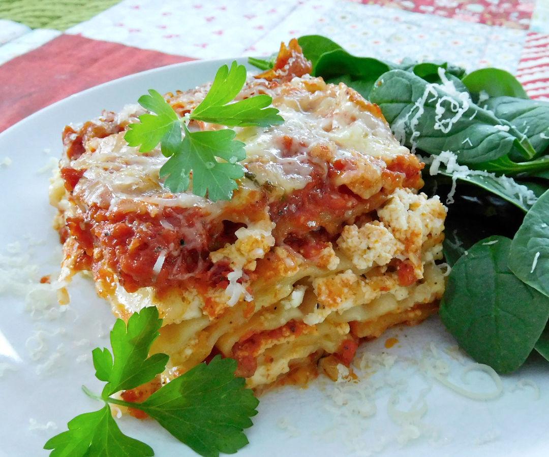 Cheesy Garlic Crock Pot Lasagna
