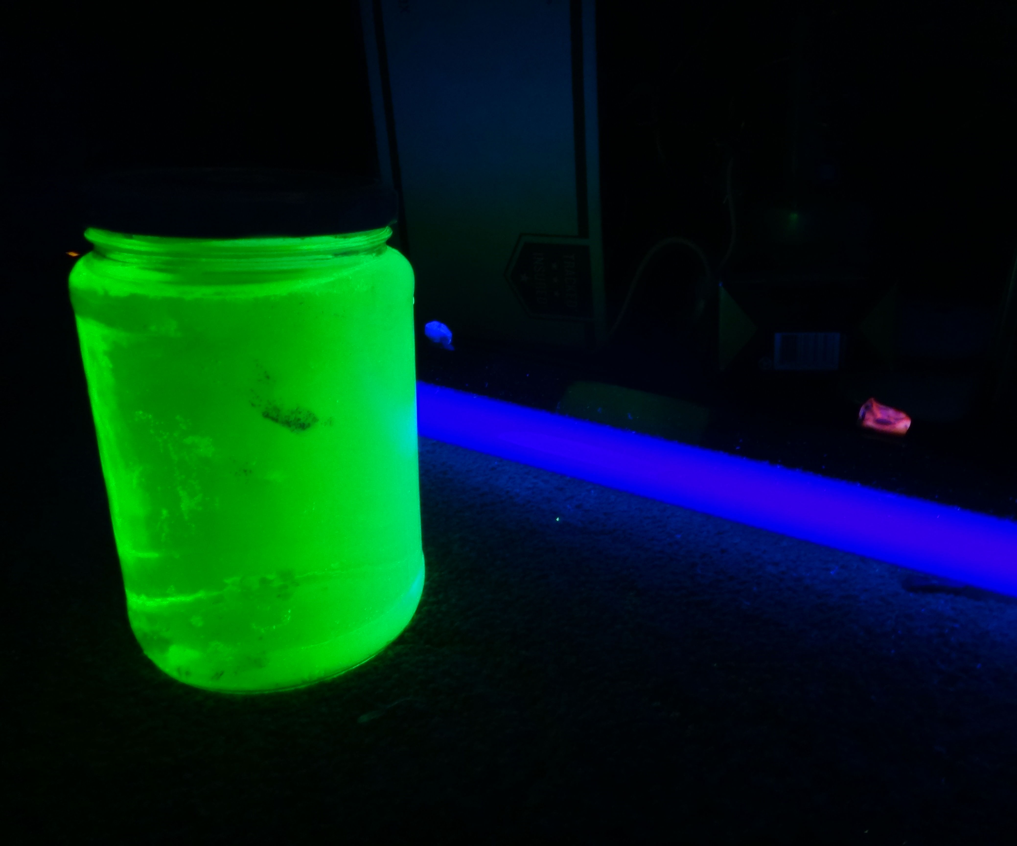 How to make a glowing black light night light