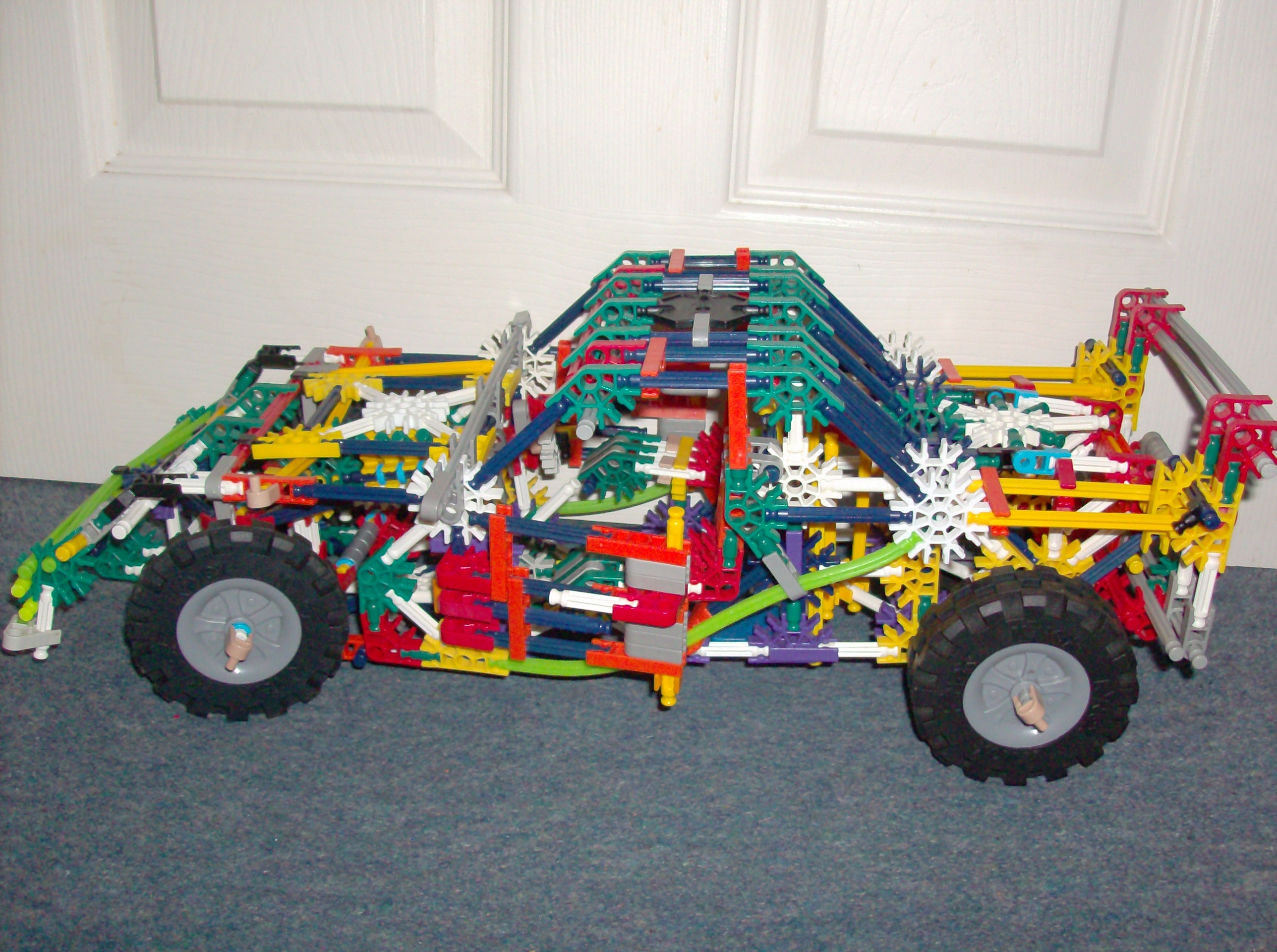 Knex car with steering and suspension .