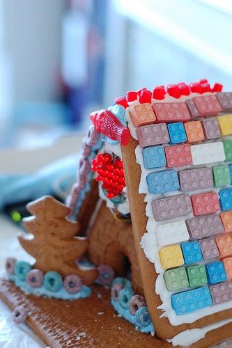 """LED Gingerbread House """"Loveshack"""""""
