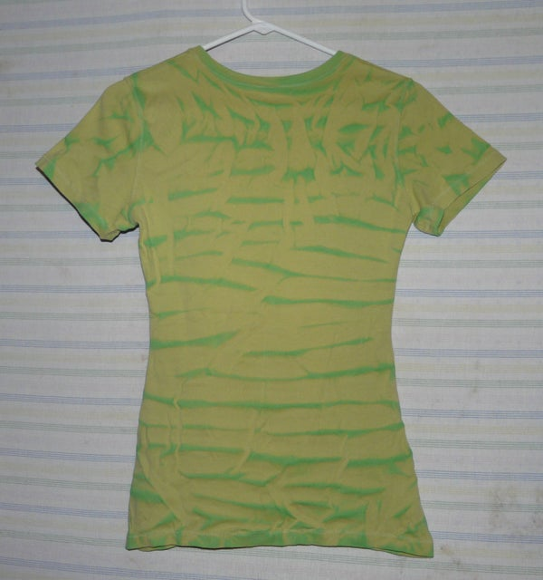 Shibori Painting a T-Shirt