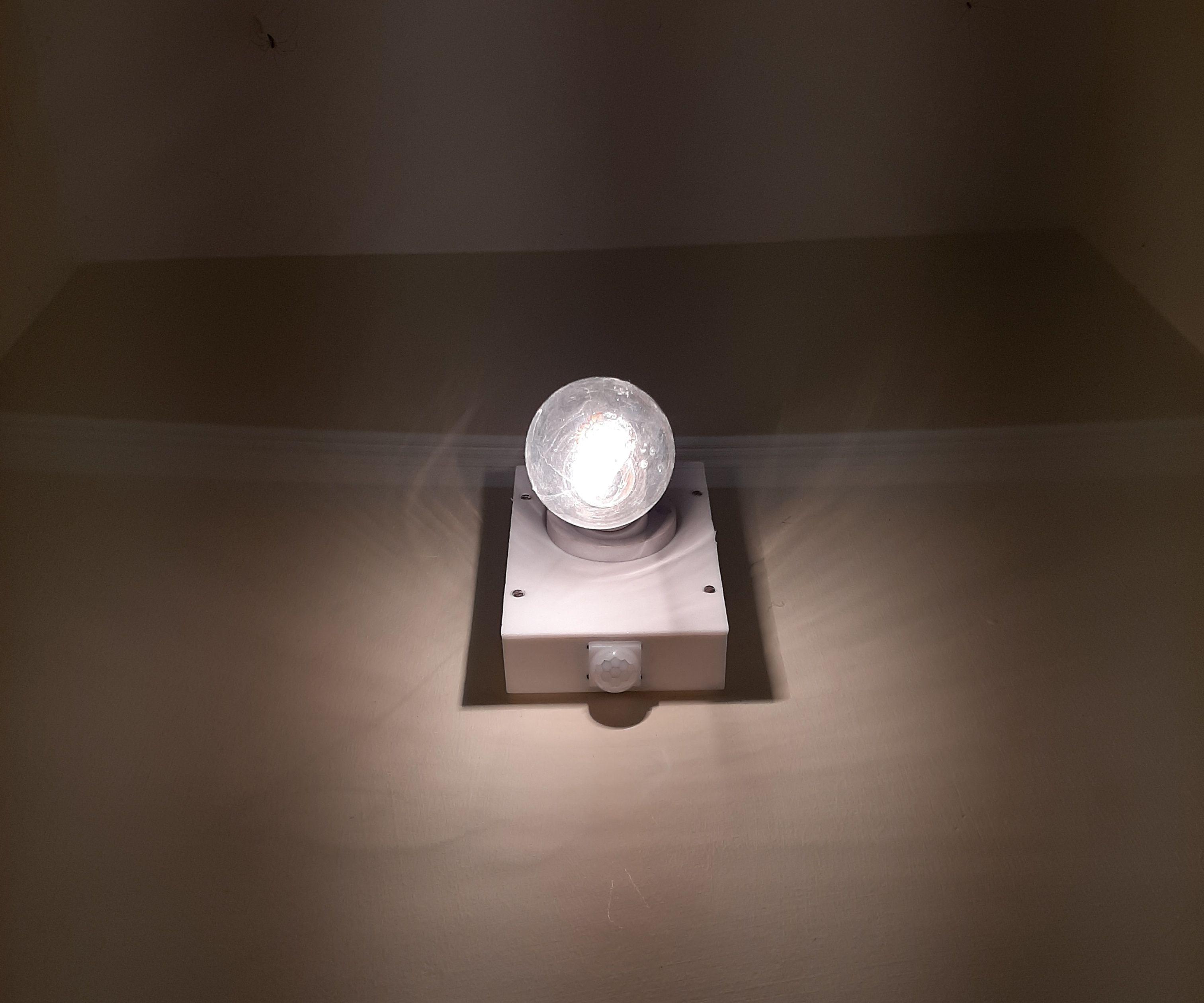 Automatic Bulb Using PIR Sensor