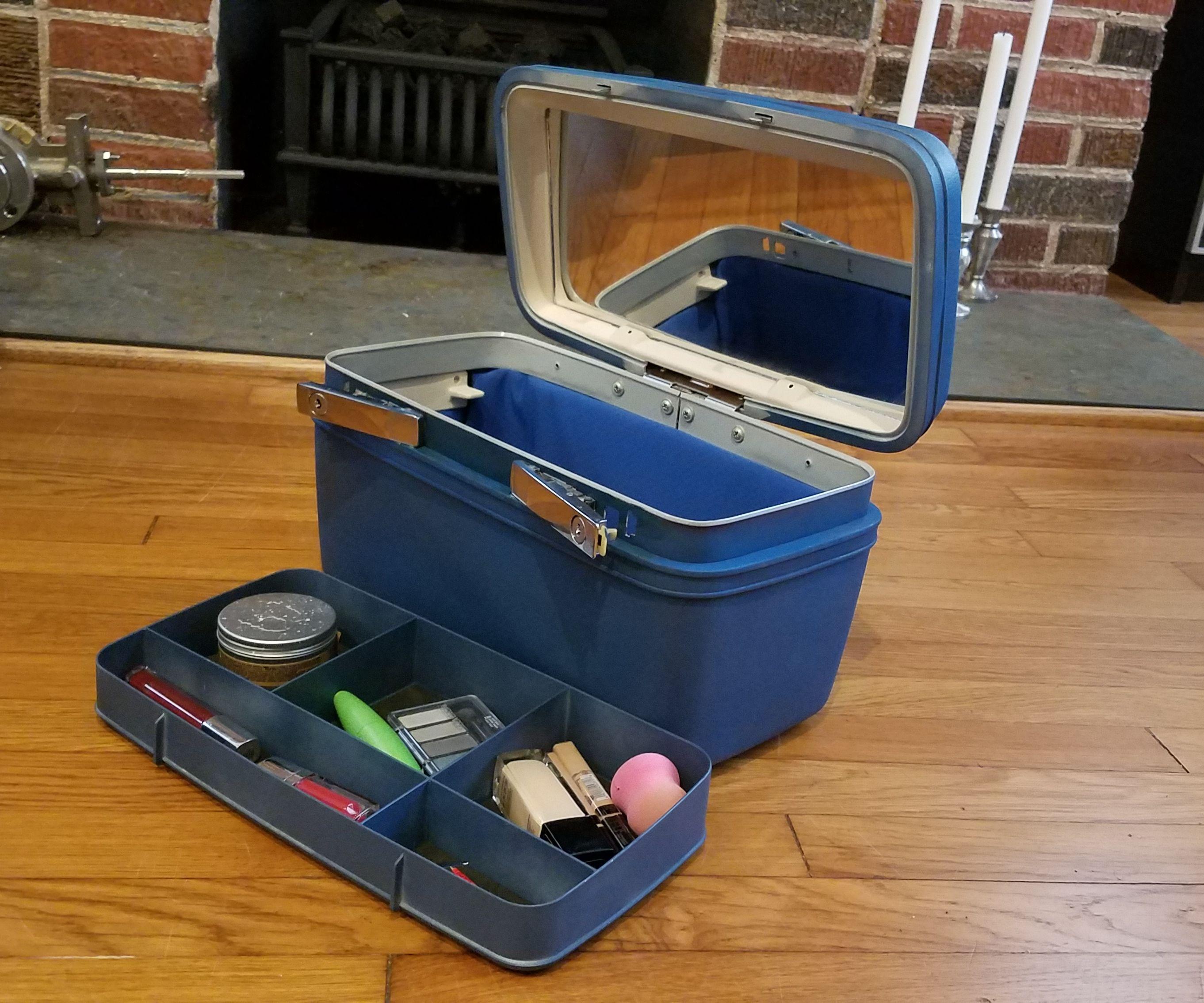 Revitalize a Vintage Make-Up Box