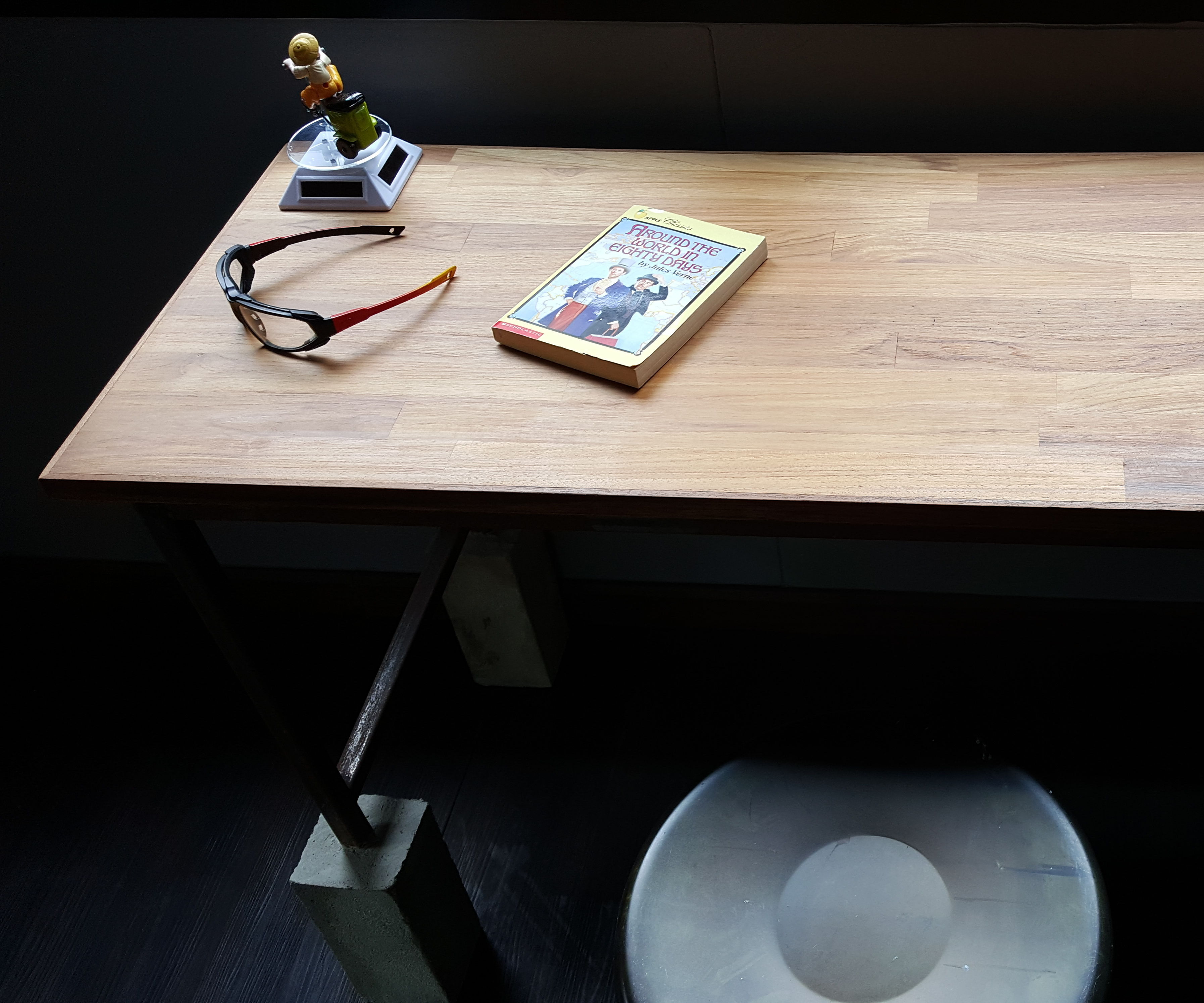 Big FooT Table