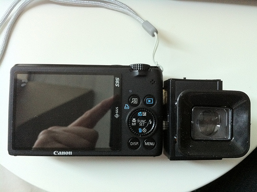 Electronic Viewfinder for Compact Digital Cameras