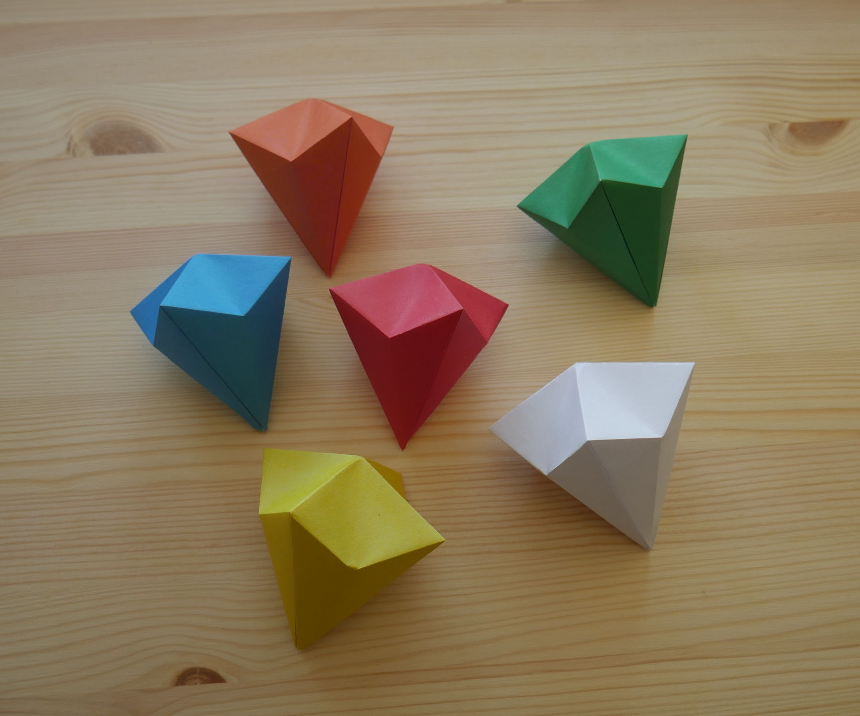 Origami. How to Make a Diamond Out of Paper (video Lesson)