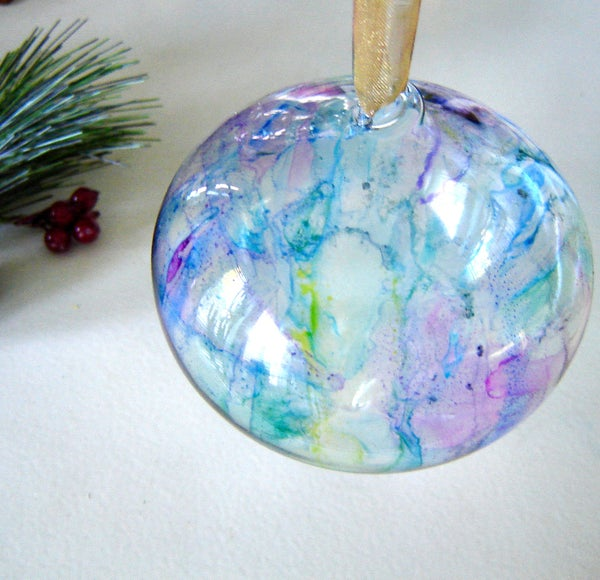 How to Colour Glass Ornaments With Sharpies