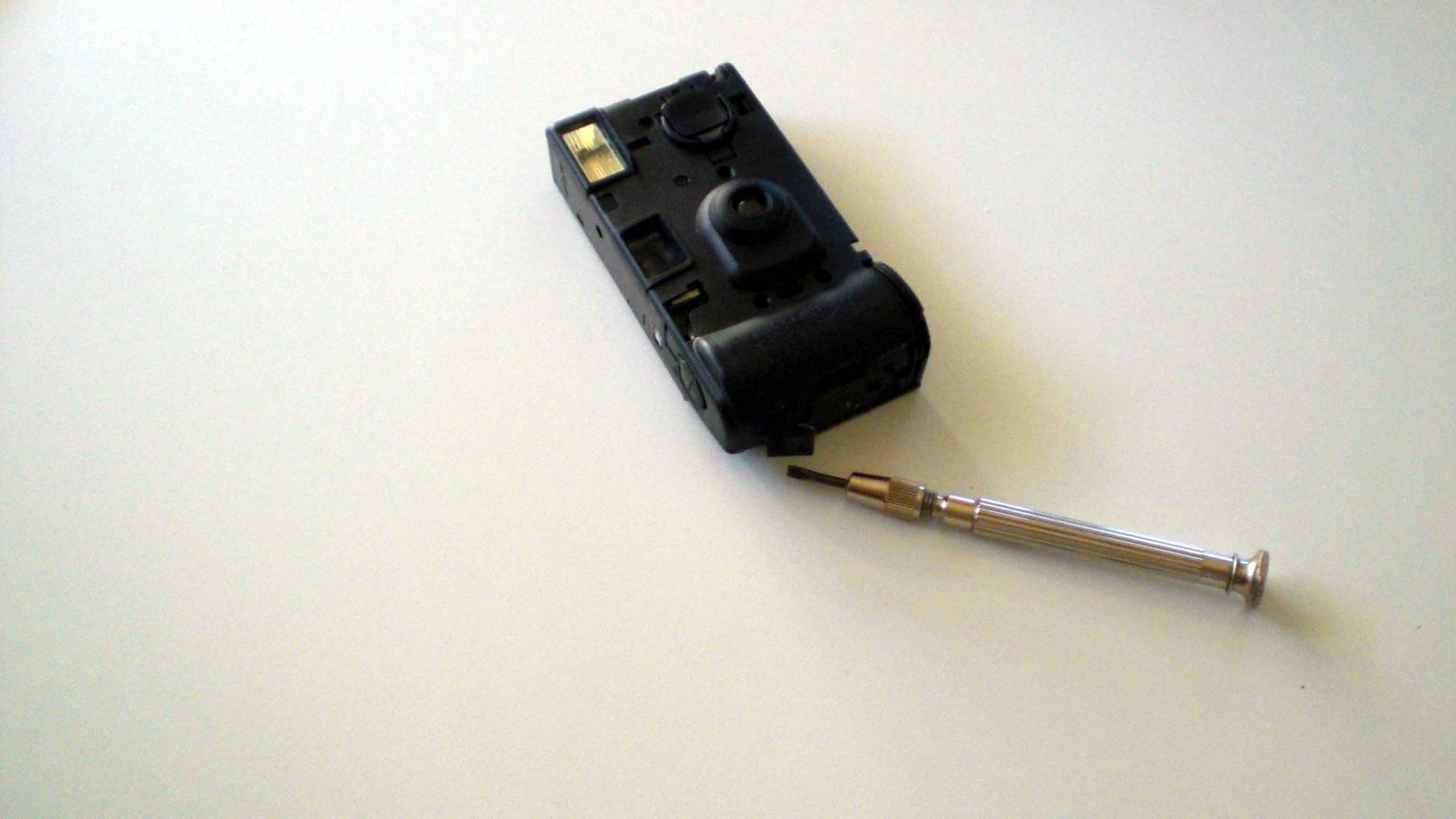 How to Get the Electronic From the Disposal Camera (AA-Type)