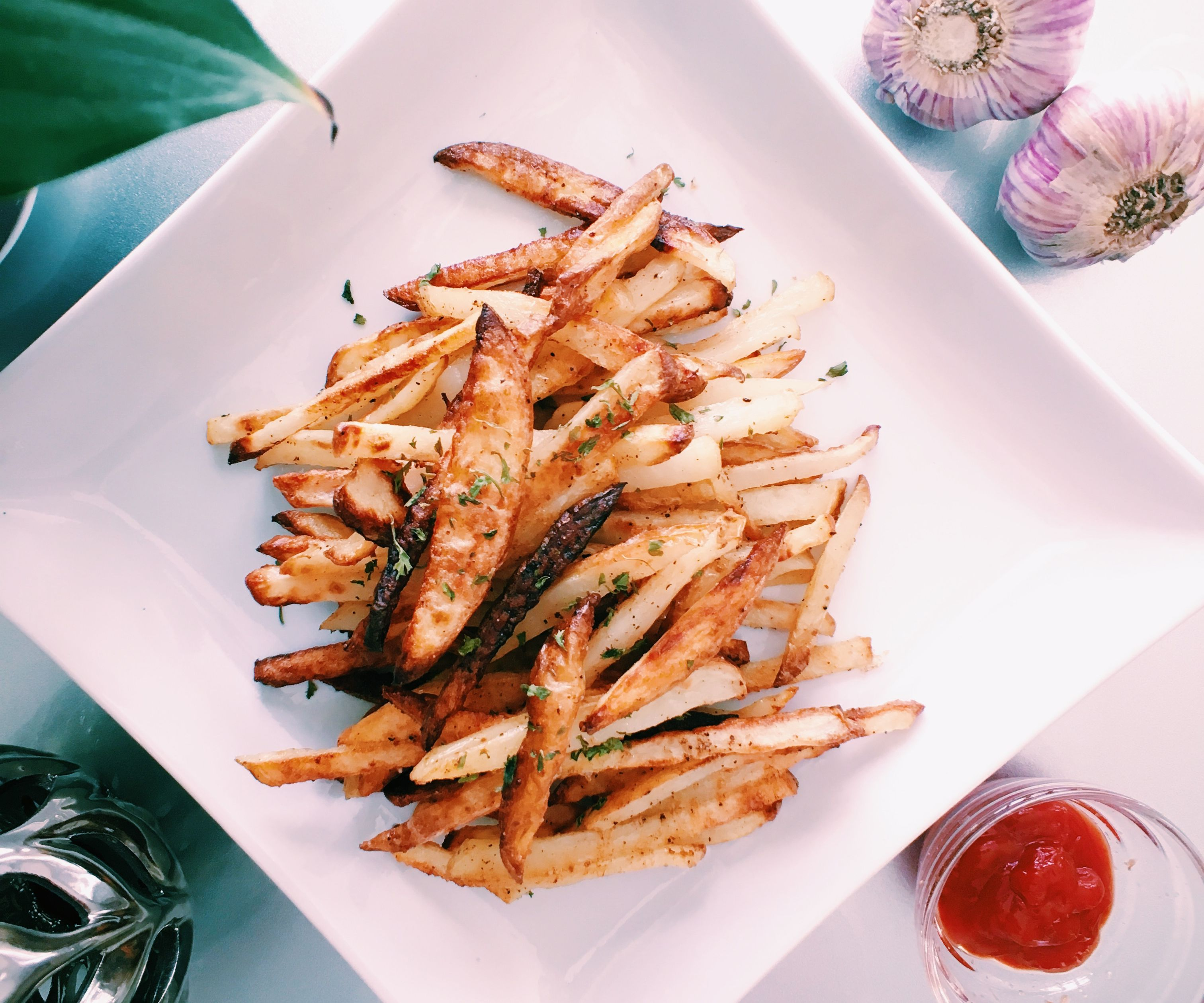 RECIPE | BAKED GARLIC FRIES