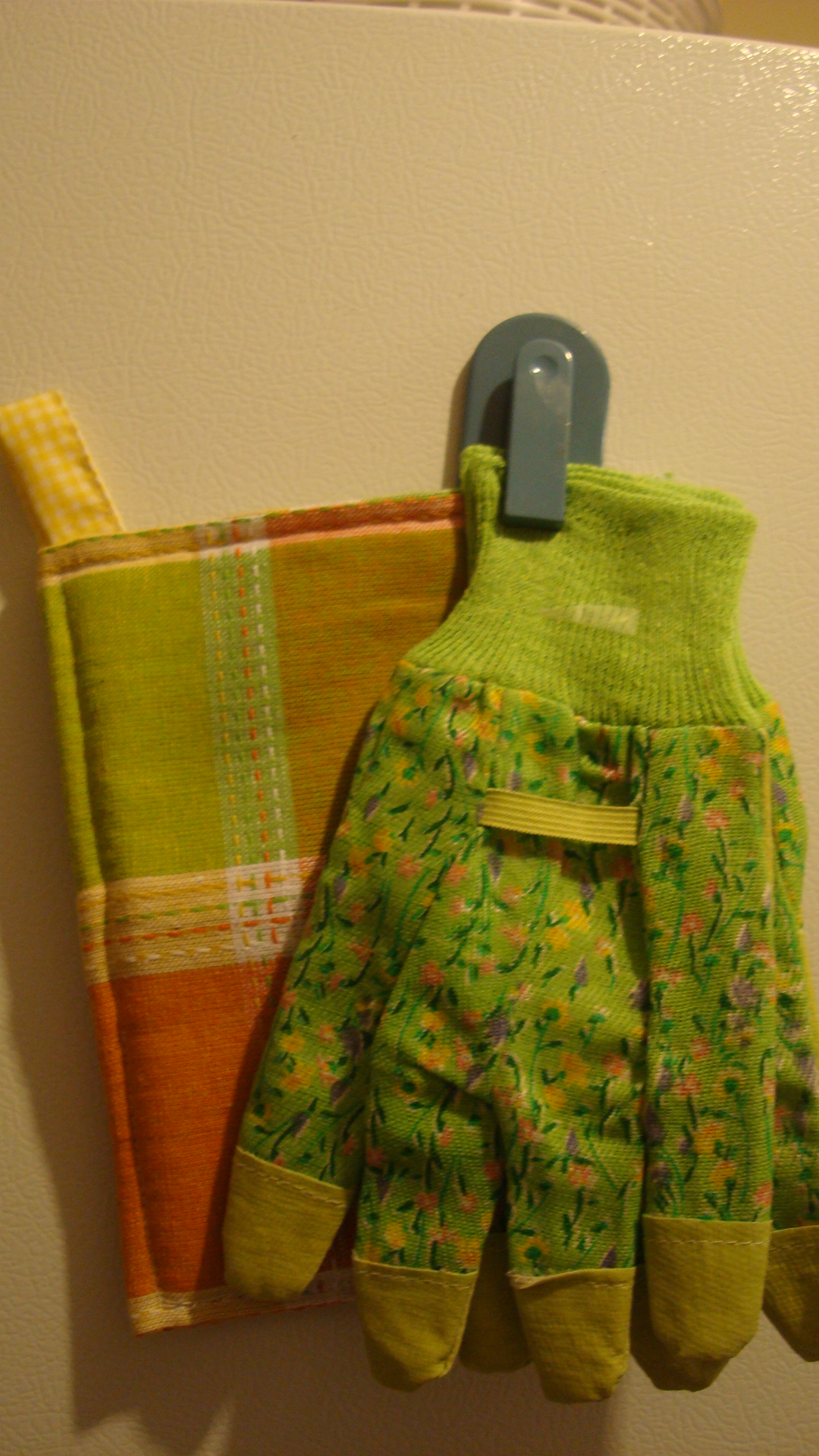 Turn Your Old Towels Into Pot Holders In 30 Minutes