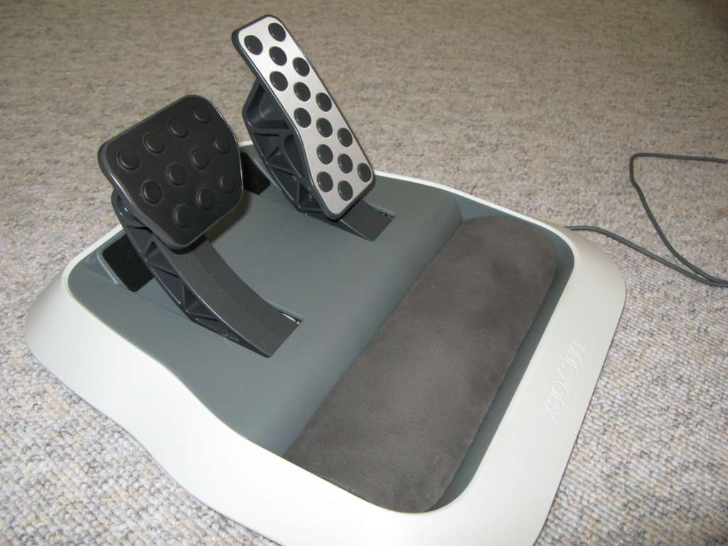 Soft heel support for xbox360 wireless steering wheel pedals.