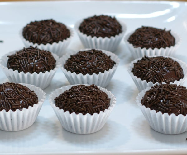Brigadeiro Brazilian Chocolate Treat (3 Ingredients)