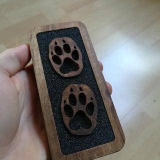 Colgante de madera con forma de pata de lobo, llavero o decoración de pared