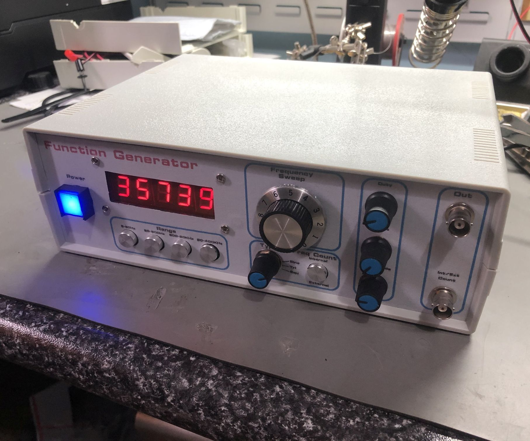 Build This 5Hz to 400KHz LED Sweep Signal Generator From Kits