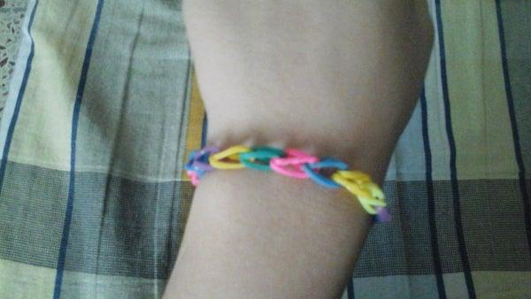 Loom Band Bracelet Using Fingers