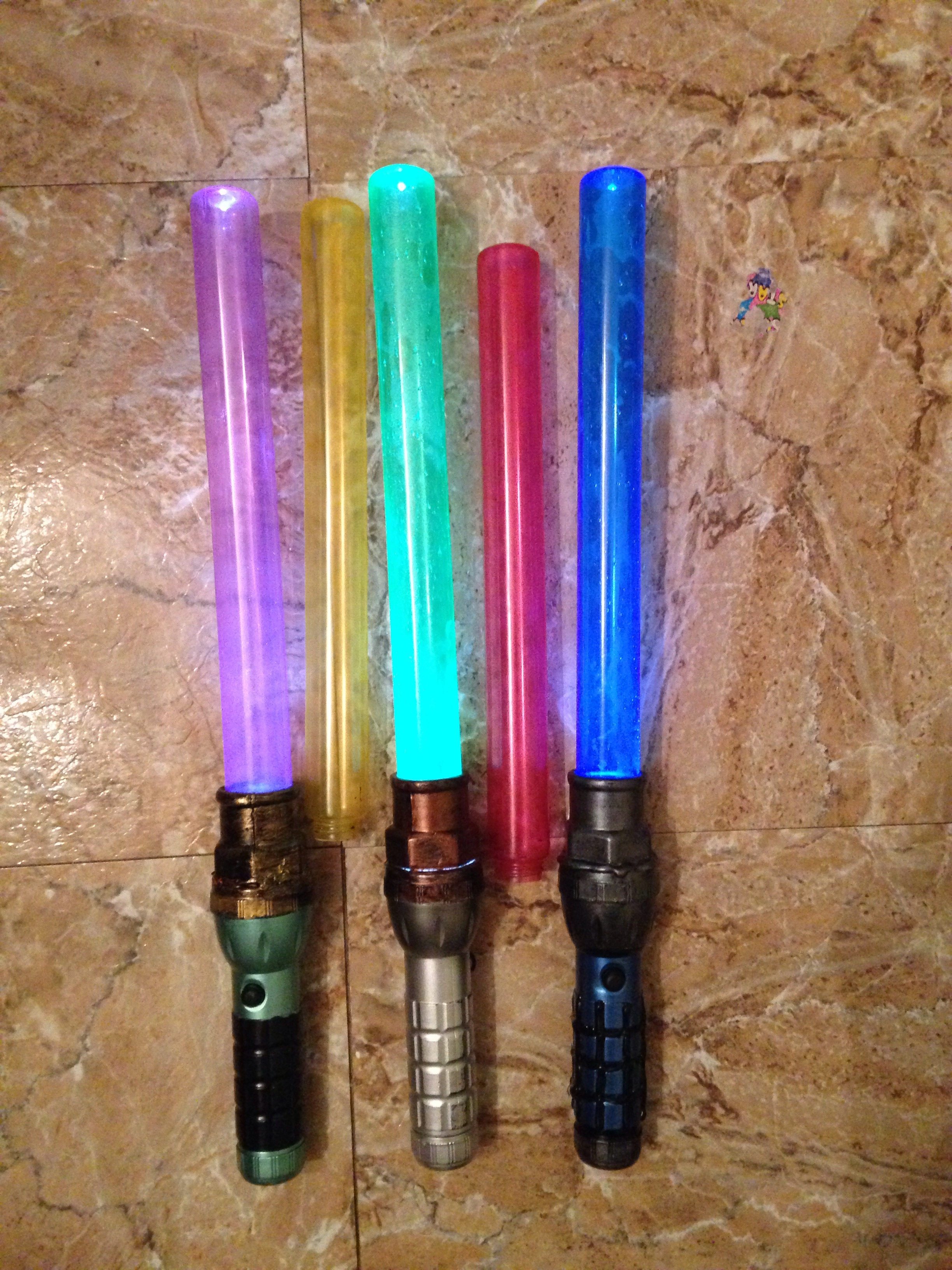 Cheap And Easy Light up Lightsaber With Interchangeable Blade