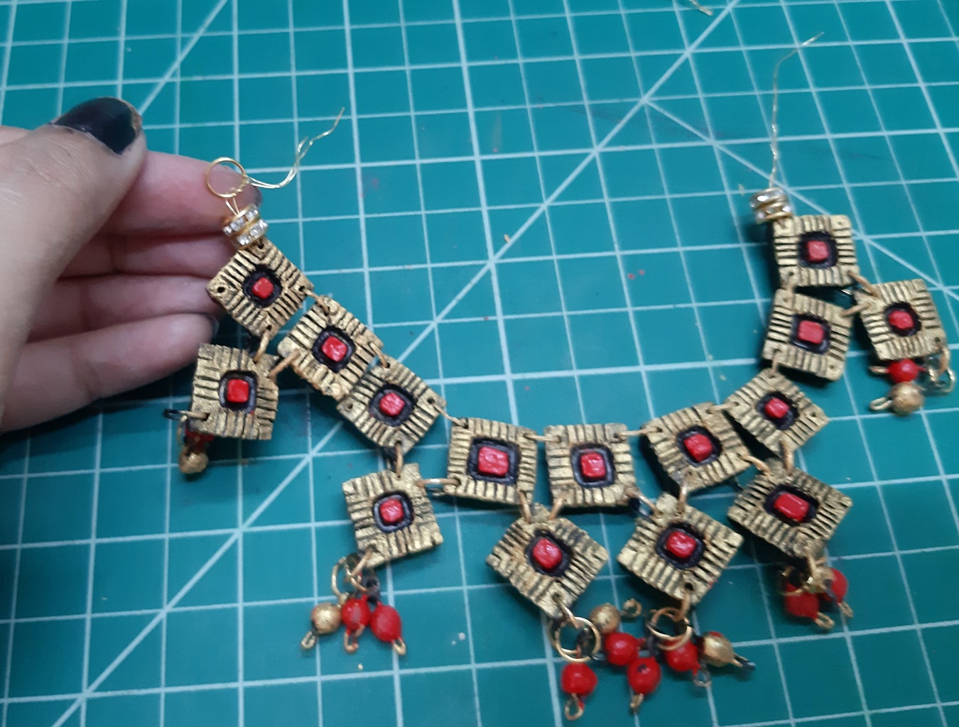 Tie the Ends of Jewelry