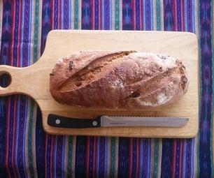 麦子和黑麦大面包配核桃和葡萄干