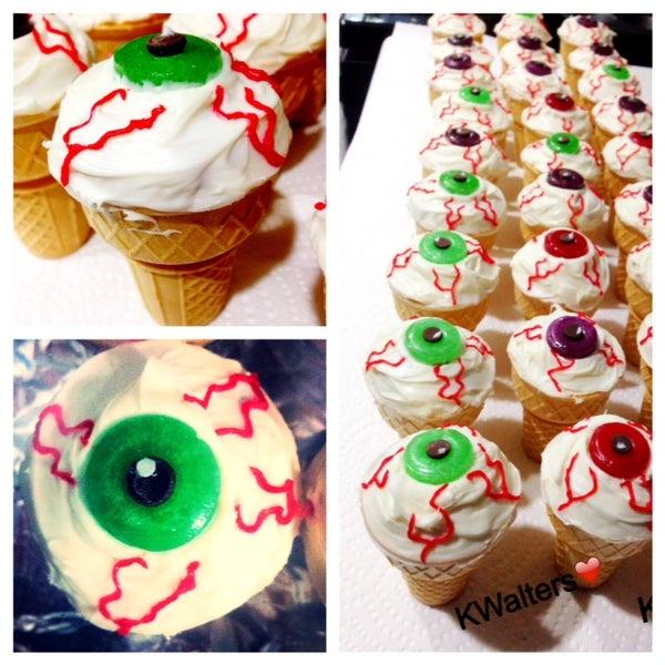 Eyeball Ice Cream Cone Cupcakes!