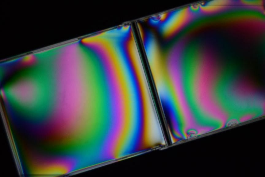 make pictures with polarized light from an LCD
