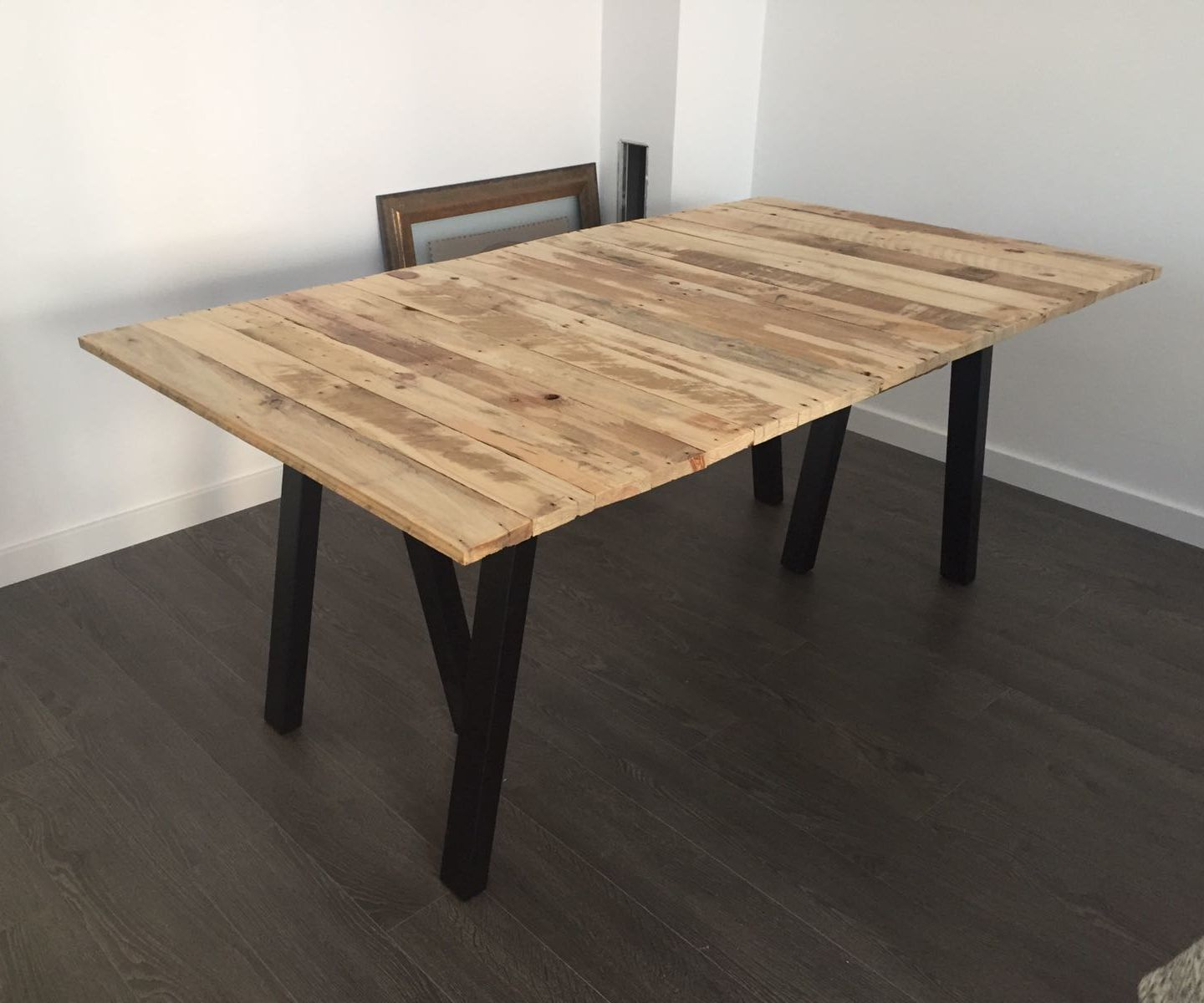 Pallet Dinner Table less than 70€ ( round 77$)