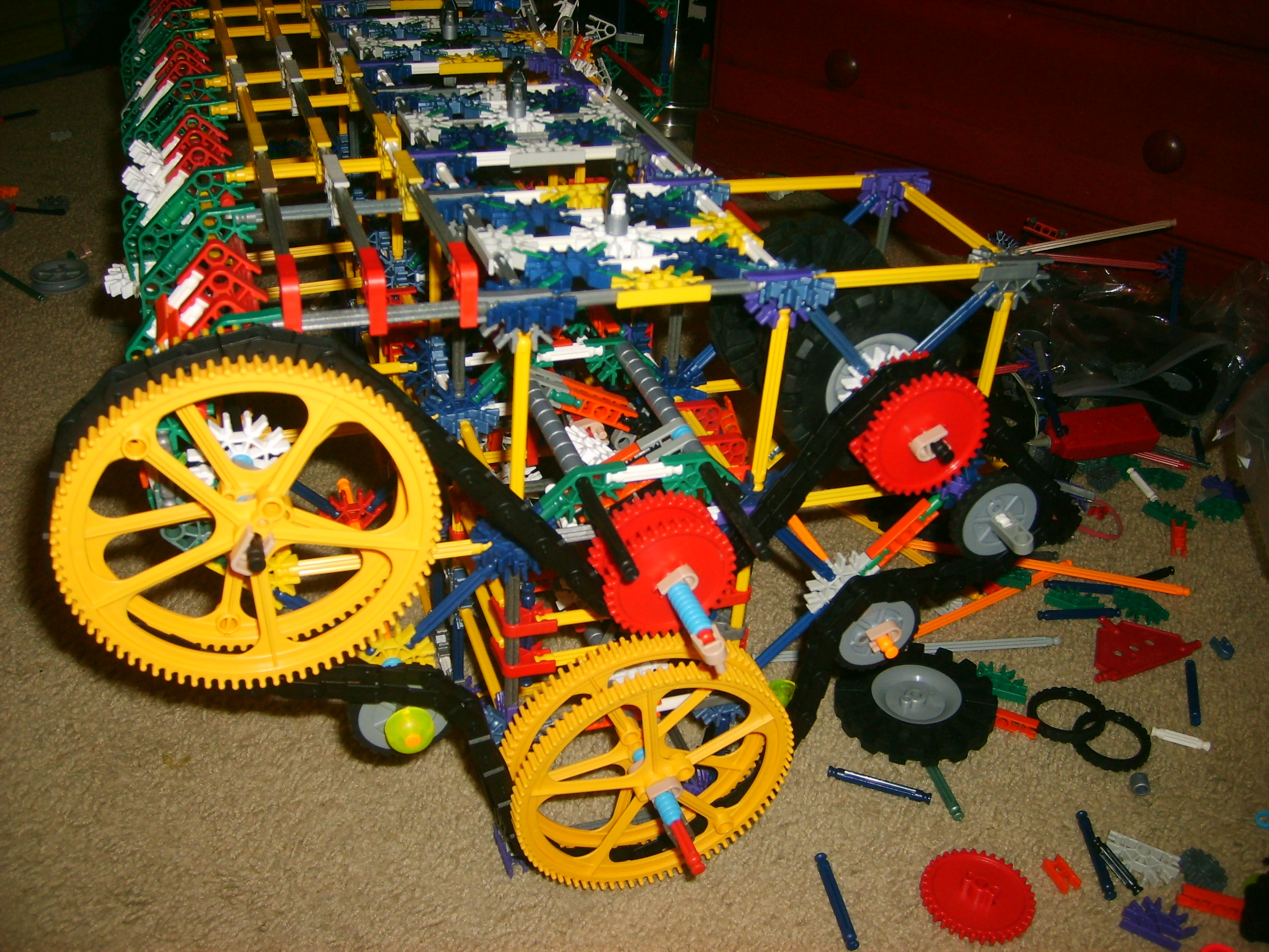 KNEX INLINE FOUR CYLINDER FINISHED PROJECT
