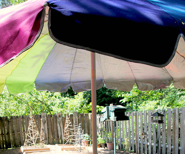 DIY Tablecloth with a hole for patio umbrella